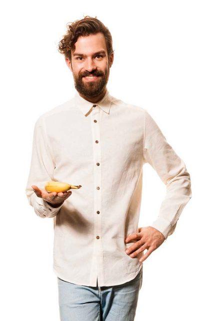 Koszula marynarska z konopi w kolorze naturalnym.